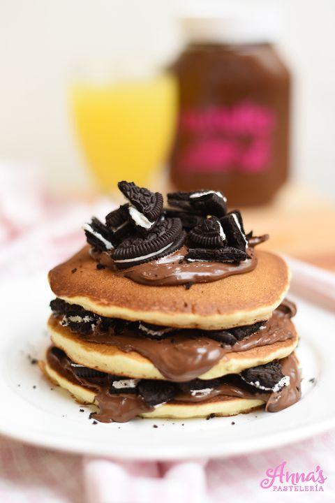 Las mejor receta de pancakes (panqueques - tortitas - panqueques - hotcakes - como las llamen!!) de TODO el planeta, en serio, son increíblemente esponjosas y suaves y con el mejor sabor del mundo. Son las mejores pancakes, mejoradas de Annas Pasteleria - Best buttermilk pancakes in the whole wide world!!! from www.annaspasteleria.com - Oreo nutella pancakes - nutella pancakes - oreo pancakes