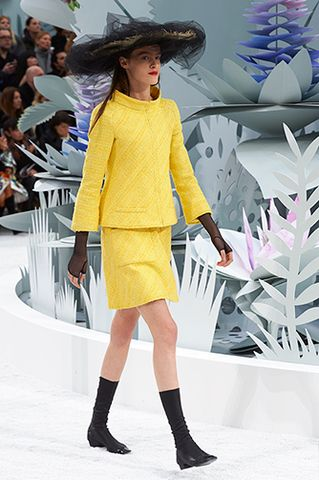 CHANEL Spring Summer Haute Couture 2015 Show. #FashionNews #Chanel #Runway <Courtesy Photo>.