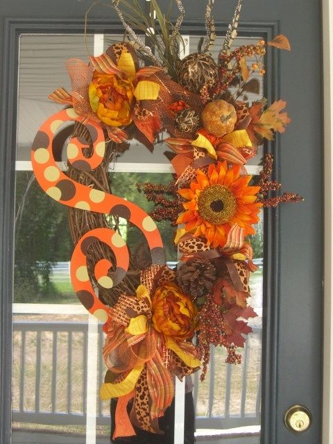 Fall Wreath! - Click image to find more Holidays Pinterest pins: Thanksgiving Wreaths, Fall Decoration, Polka Dots, Wreaths Idea, Fall Wreaths Lov, Front Doors, Doors Decoration, Fall Halloween, Autumn Wreaths