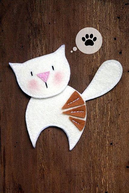 Kitten Brooch #cat #kitten #kitty #brooch #felt #DIY #craft