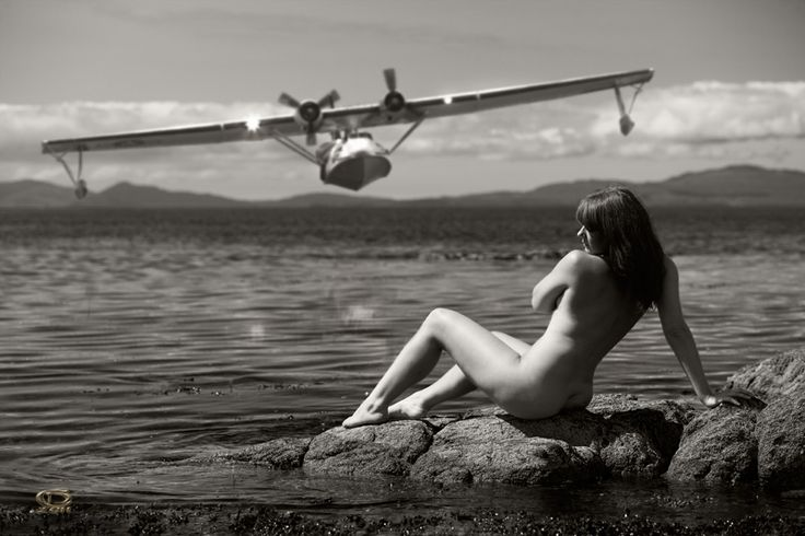 Nakes on a Plane : Photo
