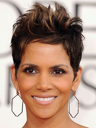 #halleberry the queen of the pixie! Tried this look once and did not do it justice like she. Love the honeycomb highlights.