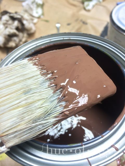 Making Brown – Color Recipe | Hueology Studio Mix Annie Sloan Primer Red with Olive to get a chocolate brown color paint