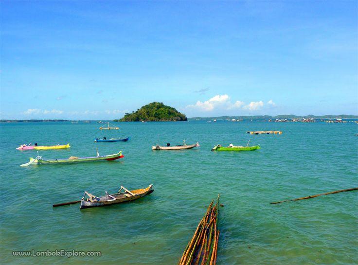 Pantai Batu Nampar (Batu Nampar beach), East Lombok, Indonesia. For more information, please visit www.LombokExplore.com.
