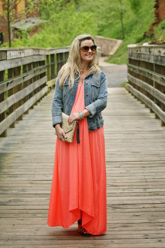 how to wear a maxi dress while pregnant