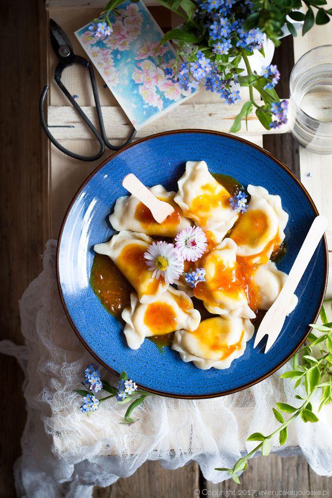 Pierogi z serem i sosem pomarańczowym, sweet cheese dumplings with orange sauce #pierogi #dumplings #pomarańcza #orange