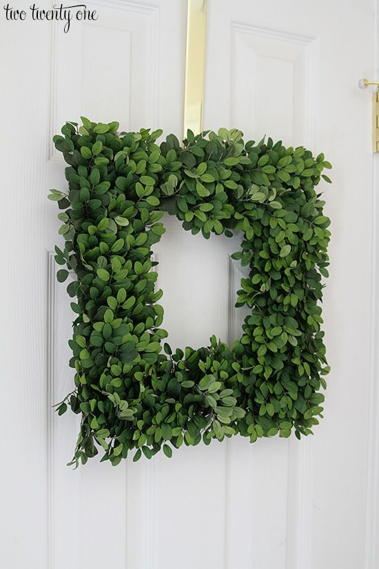 Balsam Hill English Boxwood Wreath. It looks so real I could barely tell whether it was real or fake when I took it out of the box.