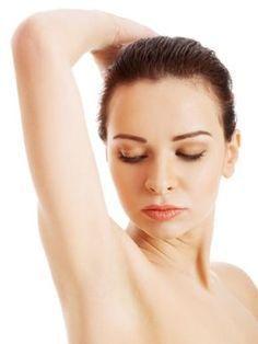 Armtraining-Frauen Ein dicker Bauch? Ein praller Po? Und stämmige Oberschenkel? Die Problemzone Nummer eins von Frauen sind ihre Arme, um genau zu sein ihre Winkearme. Das muss nicht sein! Unser Armtraining verwandelt schlaffe Ärmchen in definierte Oberarme. Sie müssen nicht stundenlang Gewichte stemmen, um ihre Oberarme zu trainieren. Ein regelmäßiges 10-Minuten-Armtraining reicht bereits aus, um Muskeln aufzubauen. Und wer keine Hanteln zur Hand hat, greift auf handelsübliche…