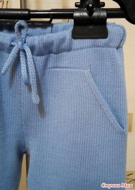 А это под заказ связались детские костюмчики и свитерок. Только с демонстрацией проблемка - не соображу, на чем сфотографировать детские вещи. Голубой. Пряжа Ярна Ирэн 1400м/100 г. В 3 нити.