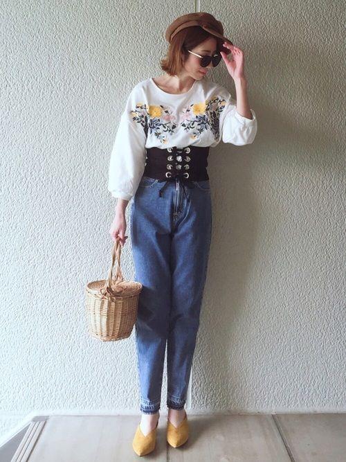 今年人気の刺繍トップス♡ こちらは薄手のスウェットタイプ! スカートやパンツにINしても、もたつかな