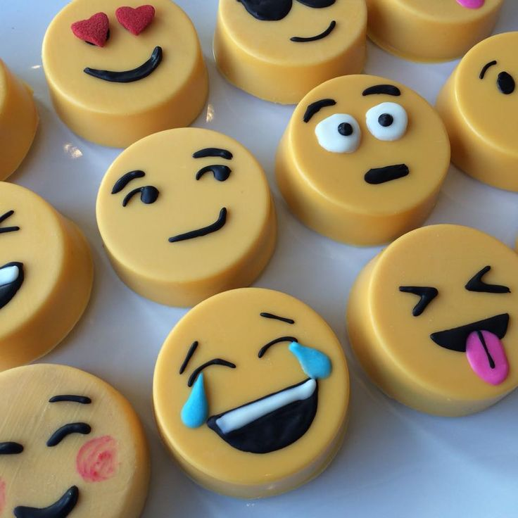 EMOJI Chocolate Covered Oreos!