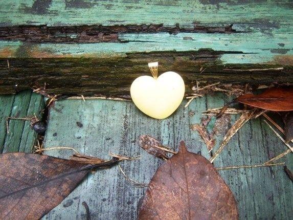Vintage Shop White Heart Cream Heart Necklace 1970's Texarkana Texas - pinned by pin4etsy.com