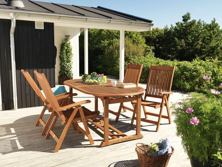 Chiar dacă nu ai o terasă foarte spațioasă, îți poți construi un colt in care sa petreci timpul cu familia. O zona de dining formata din scaunele KETERMINDE e o idee perfecta! #gardeninspiration #jyskfurniture #designinspiration