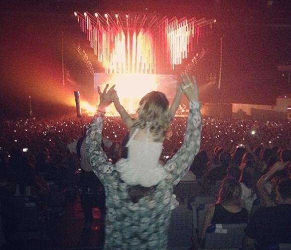 Ella Bisbal Tablada, la mayor fan de su padrino, Alejandro Sanz, en su concierto en Madrid
