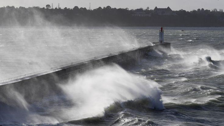 La tempête Carmen continue de souffler sur la France. Vingt-six départements ont été placés en vigilance orange pour des vents violents et...