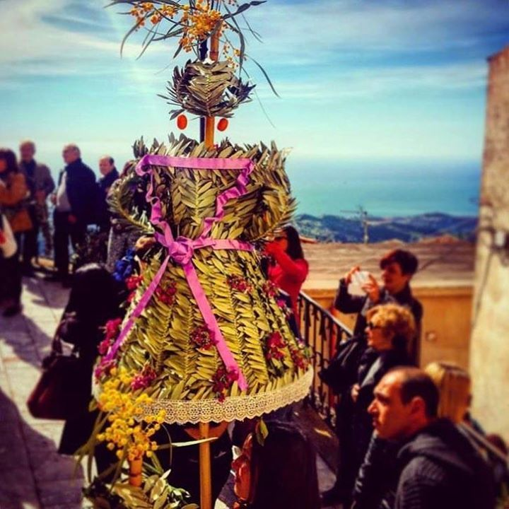 Ancient traditions are carried out all over Italy (and the world) today to celebrate Palm Sunday - which represents the day that Jesus returned to Jerusalem on a donkey. Palms being a sign of peace were laid out in his path to honour his arrival.     PhilCall & Landscapes_Calabria   Reggio di Calabria Comune Di Bova #explorecalabria