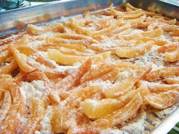Casca de laranja cristalizada.