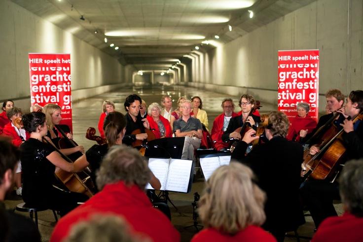 Canto in de metro door Cello8ctet Amsterdam
