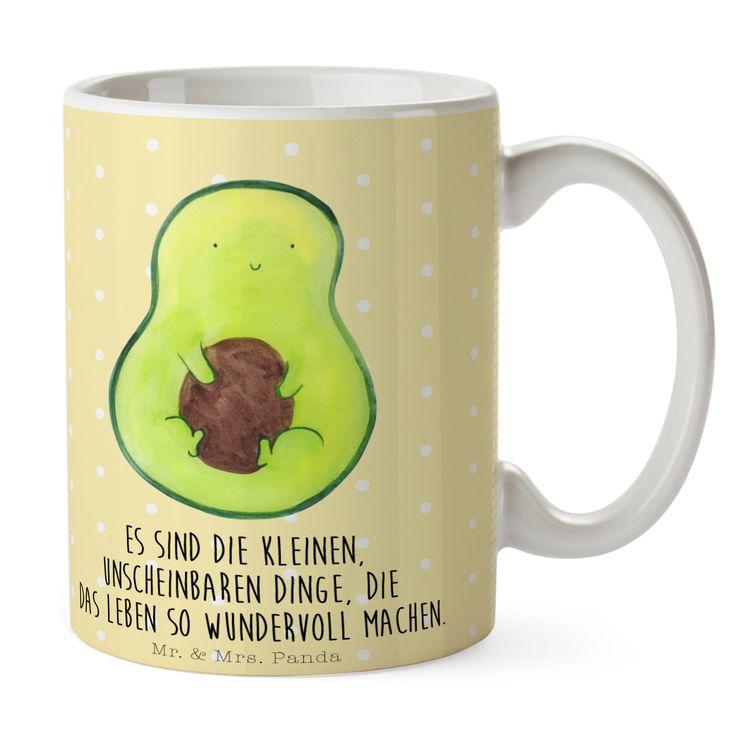 Tasse Avocado mit Kern aus Keramik  Weiß - Das Original von Mr. & Mrs. Panda.  Eine wunderschöne spülmaschinenfeste Keramiktasse (bis zu 2000 Waschgänge!!!) aus dem Hause Mr. & Mrs. Panda, liebevoll verziert mit handentworfenen Sprüchen, Motiven und Zeichnungen. Unsere Tassen sind immer ein besonders liebevolles und einzigartiges Geschenk. Jede Tasse wird von Mrs. Panda entworfen und in liebevoller Arbeit in unserer Manufaktur in Norddeutschland gefertigt.     Über unser Motiv Avocado mit…