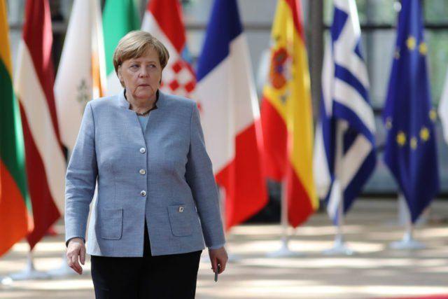 """""""Frau Dr. Merkel schafft selbst die Fluchtursachen, die sie vorgibt, bekämpfen zu lassen. Verantwortungsloser ist deutsche Politik noch nie gestaltet worden..."""", so CDU-Urgestein Willy Wimmer."""