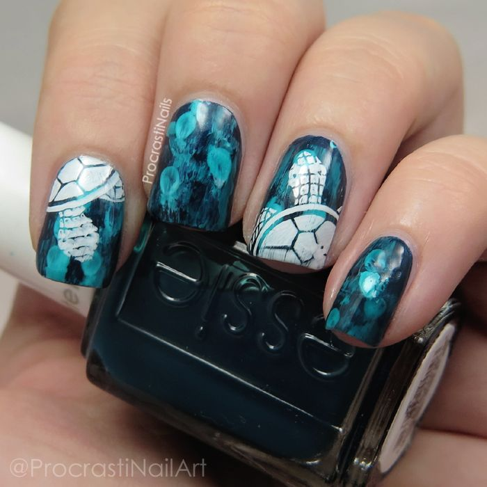 Guest Post by Procrastinails: Sea turtle nail art with stamping and dry brushing | Be Happy And Buy Polish http://behappyandbuypolish.com/2015/09/28/guest-post-from-procrastinails-sea-turtle-nail-art/