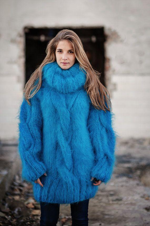He encontrado este interesante anuncio de Etsy en https://www.etsy.com/es/listing/211853553/hand-knitted-mohair-turtleneck-sweater