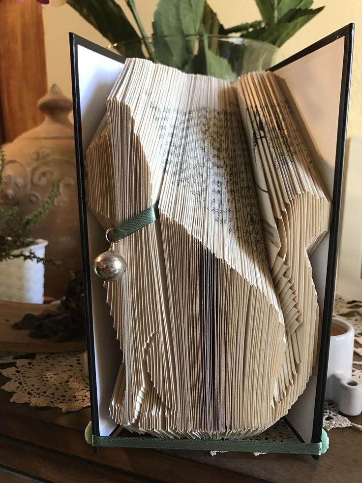 Libro scultura Book Art con la realizzazione di un gatto, personalizzabile con nastro colorato, regalo amanti animali, idea regalo per lei di YouFeelGoodToday su Etsy
