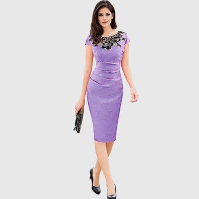 Vestido a la rodilla manga tulipán con cuello redondo. Fabricado en poliéster, este vestido tiene un bordado floral en top con detalle de textura y talle ceñido al cuerpo.
