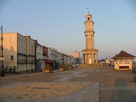 Herne Bay - Herne Bay, waterfront, early morning, April - © Andrew Nash