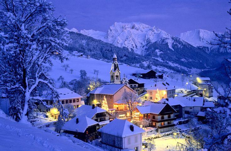 Manigod - Haute-Savoie - France - Vue nocturne - Mur d'images | Manigod A découvrir avec les Guides du Patrimoine des Pays de Savoie (@GuidesGPPS) http://www.gpps.fr/Guides-du-Patrimoine-des-Pays-de-Savoie/Pages/Site/Visites-en-Savoie-Mont-Blanc/Genevois/Massif-des-Aravis/Manigod