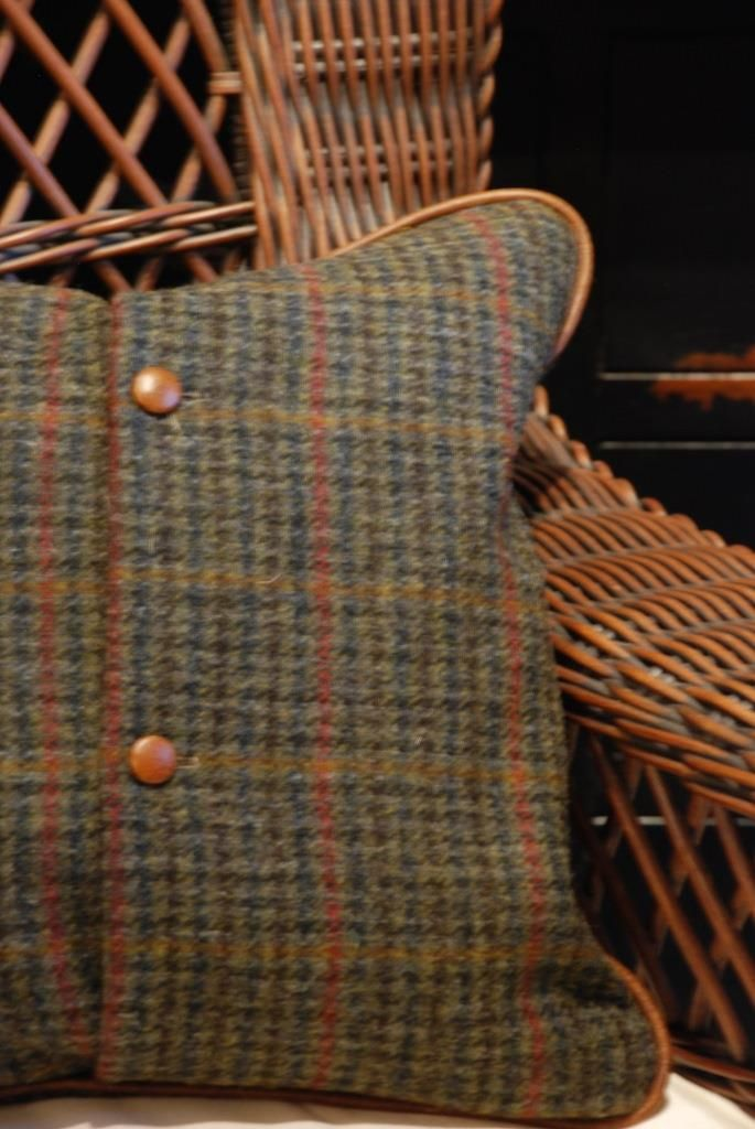 What a lovely wool plaid 'coat' for winter pillows!