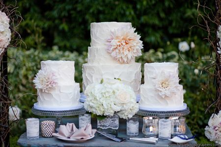 Simple cakes with giant flowers.