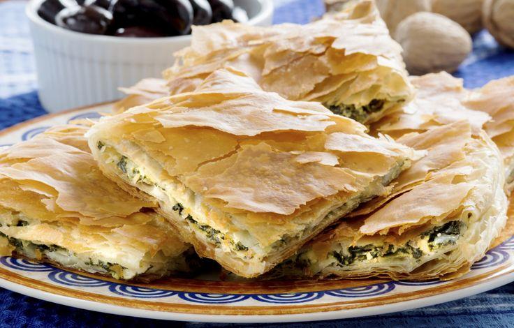 Zo maak je spanakopita (Griekse spinazietaart met filodeeg) -