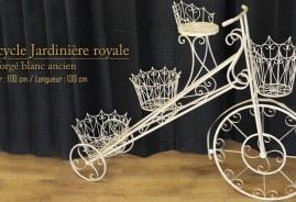Tricycle-jardinière en fer forgé blanc ancien