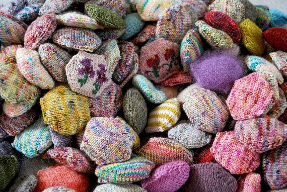 """For making a Beekeepers Quilt. These look like the """"yo-yo's"""" of the knitting world?"""