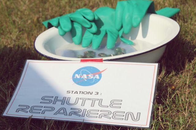 Space Party - Astronaut training - shuttle repair
