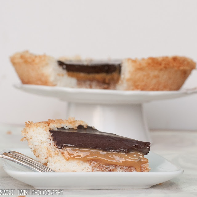 chocolate salted caramel pie (gluten free, and amazing!): Chocolates Caramel, Sweet Twists, Coconut Pie, Salts Caramel, Caramel Pies, Ied Best Pies, Pies Ied Best, Salted Caramels, Chocolates Salts