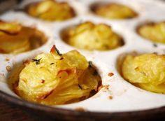 Unsere Kartoffel-Muffins schmecken der ganzen Familie - Kartoffelgratin in Muffinform mit Butter, Parmesan oder anderem Käse überbacken und Kräutern - https://www.edeka.de/blog/details/kartoffel-muffins.jsp