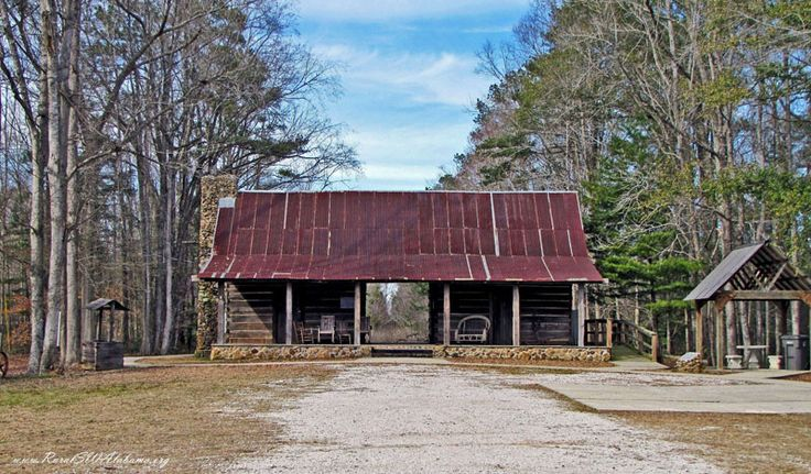 """Dogtrot"" log cabin at the Broadhead Memorial Park that's located at Needham, AL in Choctaw County. For details about this dogtrot cabin, go to www.ruralswalabama.org/attractions/dogtrot-cabin-needham-al/."
