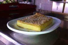 Η παρακάτω συνταγή έχει κάνει τους επισκέπτες της κοσμικής Μυκόνου να παραμιλάνε , εξού και το προσωνύμιο καψουρόπιτα !  Είναι τόσο απλή , εύκολη και γρήγορη που δε θα το πιστεύετε !    Για την καψουρόπιτα θα χρειαστείτε:    1,5