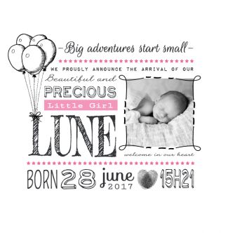 Mooi en hip foto geboortekaartje, waarin de tekst centraal staat. De kaart wordt niet gedrukt met letterpers. Gebruik deze kaart en maak hiervan zelf je eigen persoonlijke geboortekaartje. Wil je de kaart door ons laten opmaken? Geen probleem, wij helpen je graag!