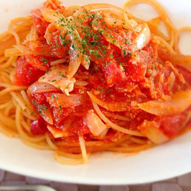 ドライトマトがいい仕事してくれてます。 - 57件のもぐもぐ - カニ缶&トマト缶パスタ by nakataka