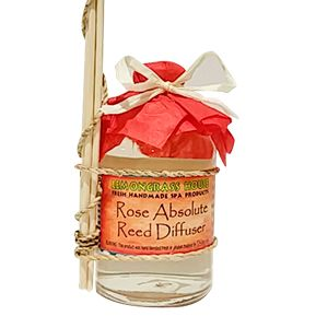 Set a romantic and uplifting mood with our stylish reed diffuser! #reed #diffuser #aromatherapy #aromatherapy