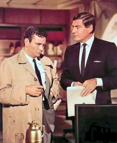 Gene Barry est le Docteur Ray Flemming (1968) avec Peter Falk - Inculpé de meurtre (Prescription: Murder) - Pilote 1