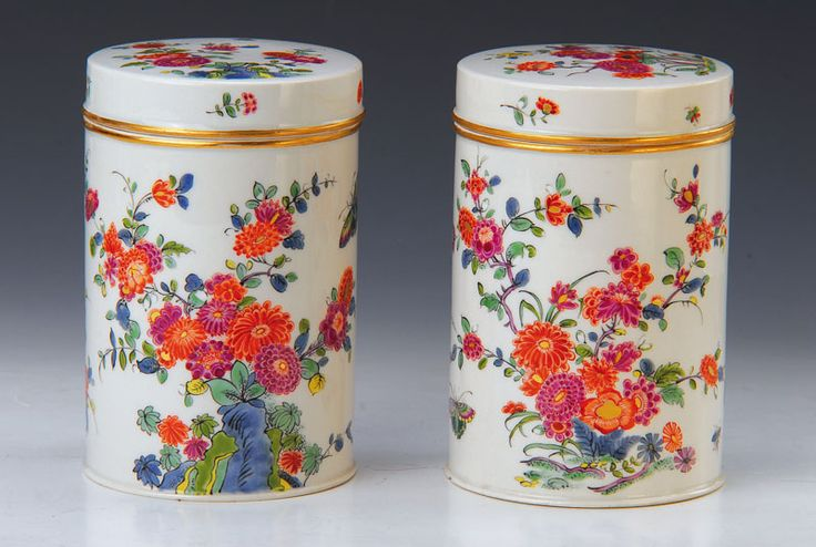 Pair of tea caddies, Meissen, circa 1730, highquality polychrome paint, all-round with rich gold Kakiemon decor, Garden landscape with flowers and butterflies , Gold edges, Gold m ark B 33/34, 1 with chip on the ground, H.ca. 16 cm