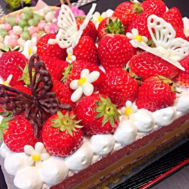 三色のスポンジを重ねて、菱餅カラー♪ いちごのケーキ♡ - 106件のもぐもぐ - いちご畑ケーキ by masamitots75q