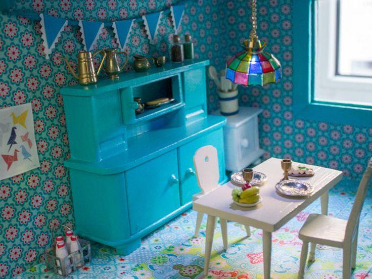 Neugestaltung eines Puppenhauses: 3. Möbel lackieren und Puppenhaus einrichten