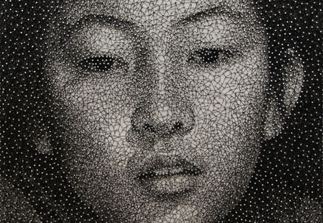 Kumi Yamashita è un artista newyorkese che ha rilasciato una serie continua ritrattistica classificati come 'Constellation'. Ogni suo lavoro è costituito da fili e chiodi con una lavagna bianca come la tela. L'immagine è resa utilizzando contrasti costruito variando strati di filo.