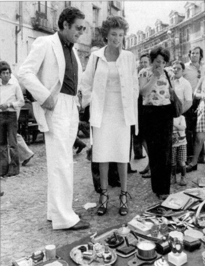 """""""La donna della domenica"""" il #film del 1975 diretto da Luigi Comencini con Marcello Mastroianni e Jacqueline Bisset tratto dall'omonimo  romanzo del 1972 di Carlo Fruttero e Franco Lucentini. La celebre immagine è tratta dalla scena girata al #Balon il #mercato delle #pulci di #Torino."""