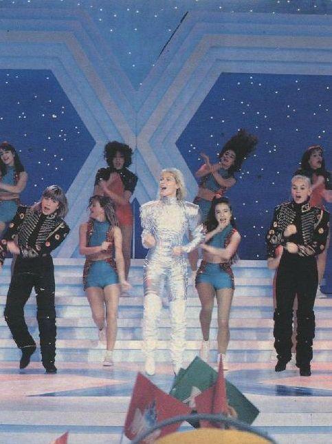 A reportagem acima, exibida pelo Fantástico, aqui, no Brasil, falava da estreia de Xuxa na Espanha, atingindo índices excelentes de audiênc...
